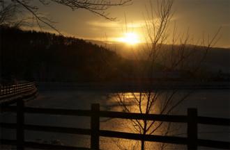 千鹿頭池夕日