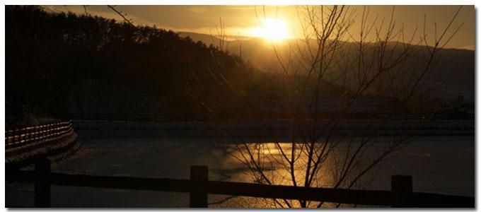 朝日と千鹿頭池